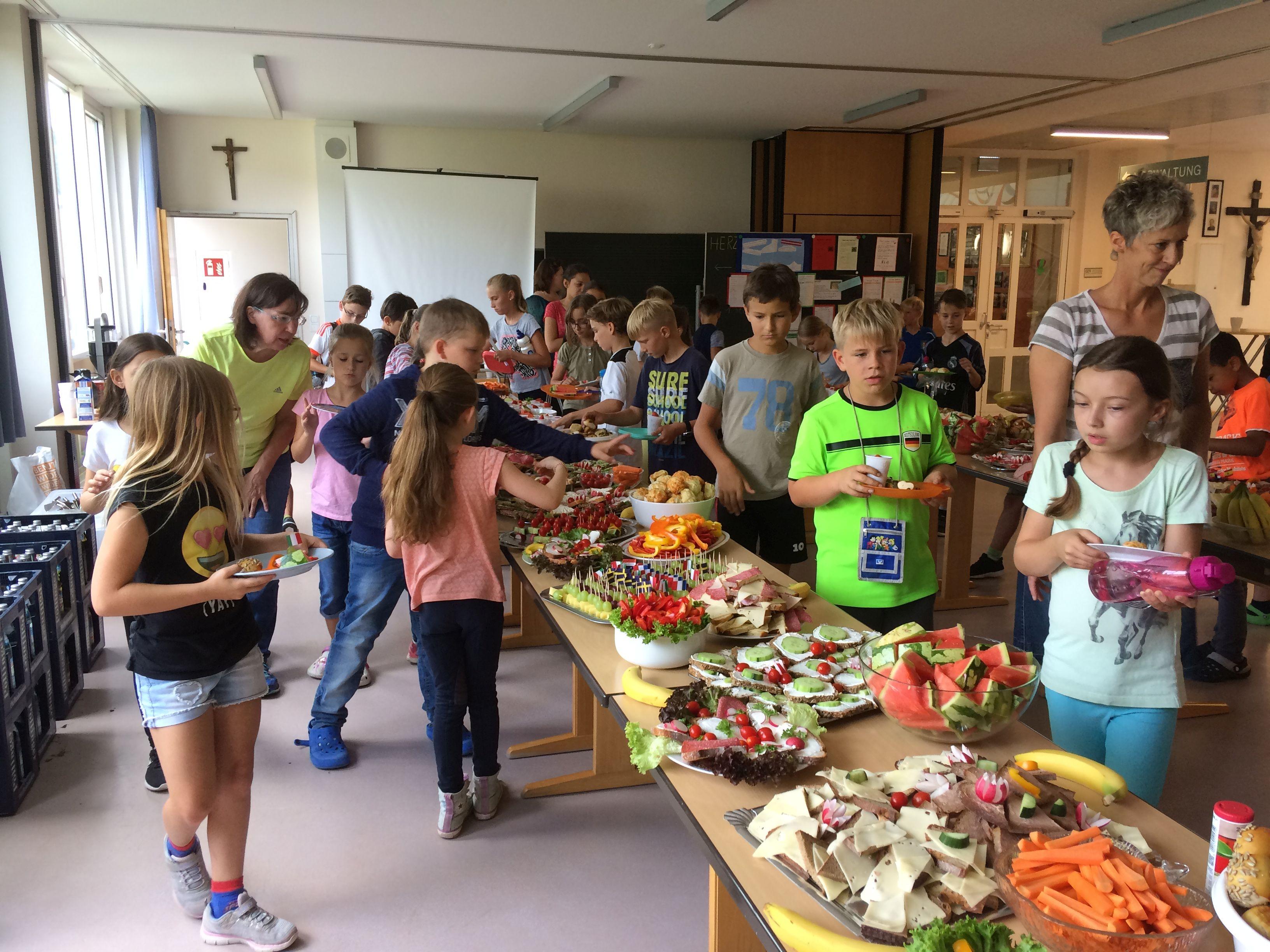 Schulfest gesunden Buffet des Elternbeirats