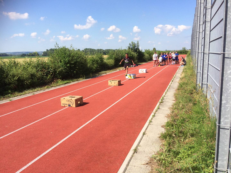 Leichtathletik-Wettbewerb an der Grundschule Moosthenning